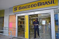 SAO PAULO, 12  DE JUNHO DE 2013 - PROTESTO AUMENTO TARIFA - Agencia do Banco do Brasil, na Avenida Brigadeiro Luis Antonio é vista com tapumes no lugar de vidros que foram quebrados ontem durante proetsto contra o aumento da tarifa no transporte publico ocorrido na noite de ontem, 11, região central da capital. (FOTO: ALEXANDRE MOREIRA / BRAZIL PHOTO PRESS)