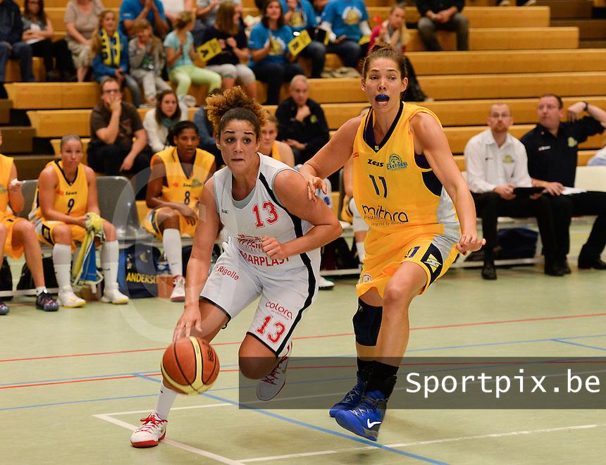 DBC Waregem - Castors Braine : Lara Gaspar (links) gaat voorbij Spencer (r) <br /> foto VDB / BART VANDENBROUCKE