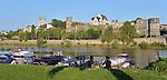 Vue sur la Maine, le Château et la Cathédrale depuis les quais, à Angers (49).