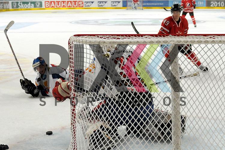 Mannheim 07.11.2008, Deutschland Cup in  Mannheim SAP Arena beim Spiel Canada - Slovakai, Slovakais Richard Stehlik, Slovakais Imrich Petrik und Canadas Richie Regehr<br /> <br /> Foto &copy; Rhein-Neckar-Picture *** Foto ist honorarpflichtig! *** Auf Anfrage in h&ouml;herer Qualit&auml;t/Aufl&ouml;sung. Belegexemplar erbeten.
