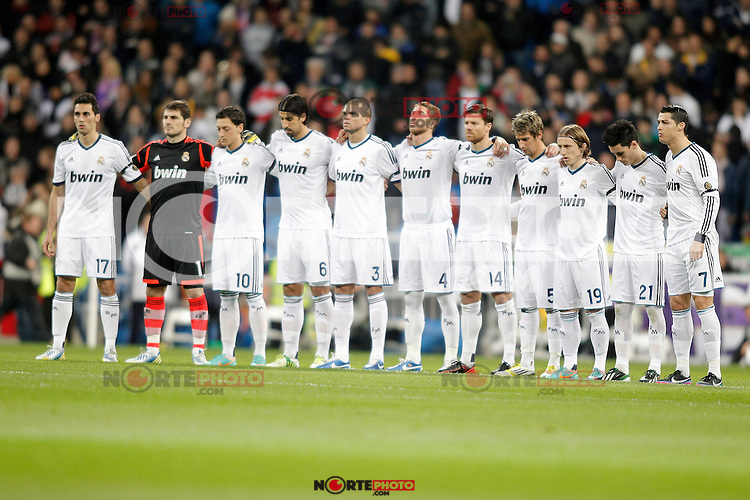 Real Madrid's team photo during a minute of silence before La Liga match. December 16, 2012. (ALTERPHOTOS/Alvaro Hernandez)