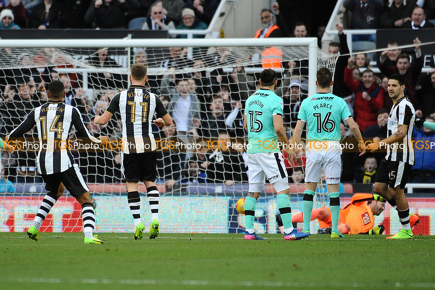 Matt Ritchie of Newcastle United scores the opening goal of the game during Newcastle United vs Derby County, Sky Bet EFL Championship Football at St. James' Park on 4th February 2017