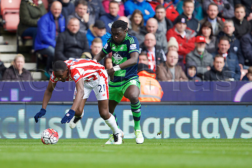 02.04.2016. Britannia Stadium, Stoke, England. Barclays Premier League. Stoke City versus Swansea City.  Stoke City midfielder Giannelli Imbula and Swansea City forward Bafetimbi Gomis fight for the ball.