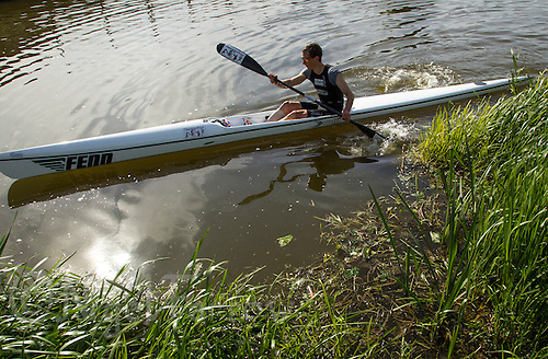 26 MAY 2013 - BRIGG, GBR - Stefan Teichert (Elite 23-39) of SG Poseiden Eppelheim / WSC Heidelberg starts the kayak leg of the 2013 Brigg Bomber Quadrathlon, a World Quadrathlon Federation World Cup round and the British Championships, held in Brigg in Lincolnshire, Great Britain (PHOTO (C) 2013 NIGEL FARROW)