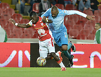 BOGOTÁ -COLOMBIA, 25-04-2015. Yamilson Rivera (Izq.) jugador de Independiente Santa Fe disputa el balón con Carlos Saa (Der.) jugador de Jaguares FC durante partido entre Independiente Santa Fe y Jaguares FC por la fecha 17 de la Liga Aguila I 2015 jugado en el estadio Nemesio Camacho El Campin de la ciudad de Bogota. / Yamilson Rivera (L) player of Independiente Santa Fe struggles for the ball with Carlos Saa (R) player of Jaguares FC during a match between Independiente Santa Fe and Jaguares FC for the 17th date of the Liga Aguila I 2015 played at Nemesio Camacho El Campin Stadium in Bogota city. Photo: VizzorImage/ Gabriel Aponte / Staff