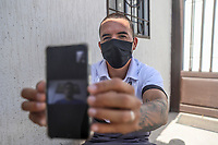 HERMOSILLO, MEXICO - MAY 08: Oscar Rai Villa de los Reyes footballer of the Cimarrones De Sonora receives instructions from Hugo Santa Cruz, physical trainer of the football club, through the Coronavirus pandemic they carry out training routines via zoom application on their smartphone on May 8, 2020 in Hermosillo, Mexico. Due to the Coronavirus crisis the Liga MX has announced the cancellation of the Ascenso MX 2019-2020 season and to temporarily suspend promotions and relegations for the next six seasons. (Photo by Luis Gutierrez/Norte Photo/Getty Images)