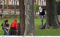 BOGOTA -COLOMBIA- 20-08-2013. Protestas en la Universidad Nacional .Encapuchados lanzaron piedras a la policia la cual respondio lanzando gases lacrimógenos.Segundo día de protestas del paro agrario. /  Protests at the National University. Hooded threw stones at the police responded by throwing gas which lacrimógenos.Second day agrarian strike protests.  . Photo: VizzorImage /Felipe Caicedo  / STAFF