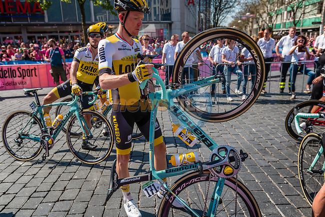 KRUIJSWIJK Steven from the Netherlands of Team Lotto NL - Jumbo (NED) signing in before the start at Nijmegen, stage 3 from Nijmegen to Arnhem running 190 km of the 99th Giro d'Italia (UCI WorldTour), The Netherlands, 8 May 2016. Photo by Pim Nijland / PelotonPhotos.com | All photos usage must carry mandatory copyright credit (Peloton Photos | Pim Nijland)