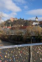 Schlossberg und Mur-Br&uuml;cke mit Liebesschl&ouml;ssern, Graz, Steiermark, &Ouml;sterreich<br /> Castle hill and bridge of river Mur with love padlocks, Graz, Styria, Austria