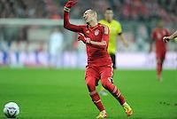 FUSSBALL   1. BUNDESLIGA  SAISON 2011/2012   13. Spieltag  19.11.2011 FC Bayern Muenchen - Borussia Dortmund         Arjen Robben (FC Bayern Muenchen) ist nicht mit der Abseitsstellung einverstanden.