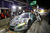 #86 Michael Shank Racing with Curb-Agajanian Acura NSX, GTD: Katherine Legge, Alvaro Parente, Trent Hindman, pit stop