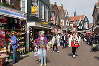 Nederland - Volendam - 2018.  Centrum van Volendam. Souvenirwinkels op de Dijk.  Foto Berlinda van Dam / Hollandse Hoogte