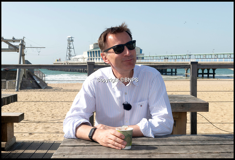 BNPS.co.uk (01202 558833)Pic:   RogerArbon/BNPS<br /> <br /> Jeremy Hunt stops off for a coffee by the pier in Bournemouth this morning.  The PM candidate took a few minutes to speak to local people too.