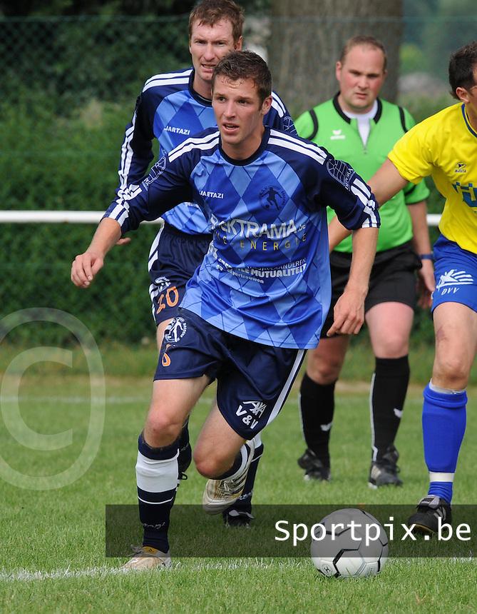KSV Bredene : Thijs Simoen.foto VDB / BART VANDENBROUCKE