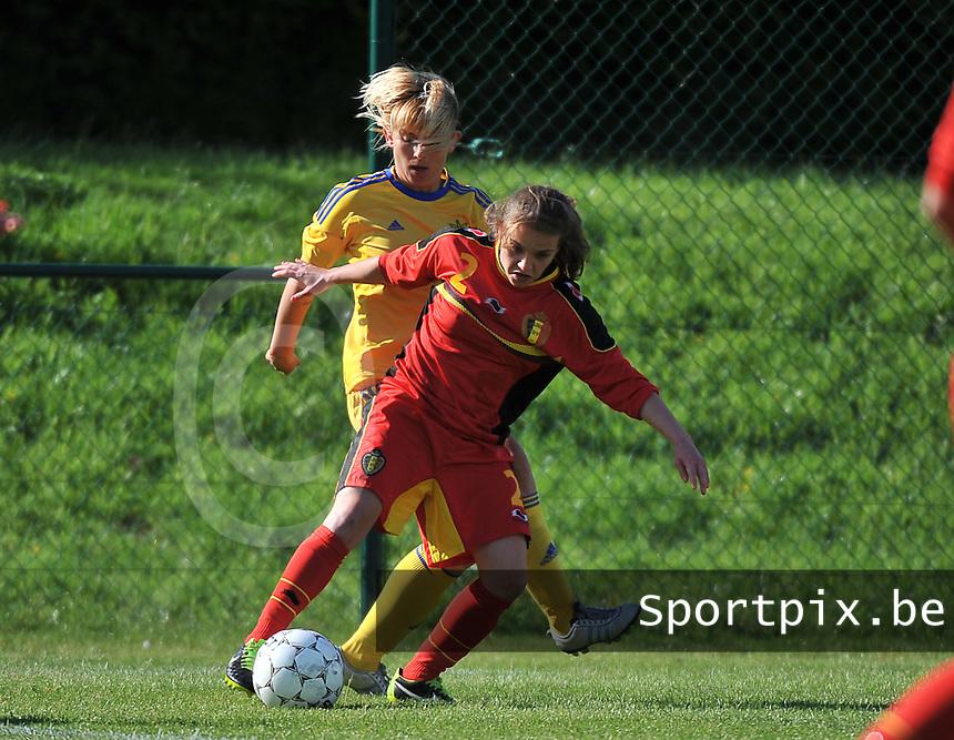 Belgium - Ukraine : Davina Philtjens aan de bal voor Alla Lyshafai<br /> foto DAVID CATRY / Nikonpro.be