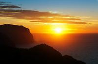 Spanien, Mallorca, bei Estellencs: die rauhere Westkueste mit schroffen Klippen und malerischen Sonnenuntergaengen | Spain, Mallorca, near Estellencs: the cliffy Westcoast with picturesque sunsets