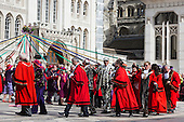 London, UK. 25 September 2016. Mayors from the London Boroughs and Pearly Kings and Queens dance around a may pole. The Costermongers Harvest Festival takes place at Guildhall Yard in the City of London.