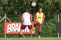SAO PAULO, 04 DE MARCO DE 2013 - TREINO SAO PAULO - O jogador Jadson durante treino no CT da Barra Funda, regiao oeste da capital, na tarde desta segunda feira, 04. (FOTO: ALEXANDRE MOREIRA / BRAZIL PHOTO PRESS)