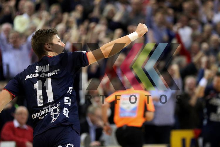 Flensburg, 02.12.15, Sport, Handball, DKB Handball Bundesliga, Saison 2015/2016, SG Flensburg-Handewitt-Rhein-Neckar L&ouml;wen : Jubel / Torjubel bei Lasse Svan (SG Flensburg-Handewitt, #11)<br /> <br /> Foto &copy; PIX-Sportfotos *** Foto ist honorarpflichtig! *** Auf Anfrage in hoeherer Qualitaet/Aufloesung. Belegexemplar erbeten. Veroeffentlichung ausschliesslich fuer journalistisch-publizistische Zwecke. For editorial use only.