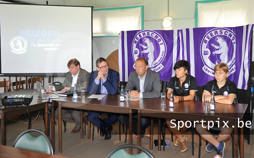 Beerschot AC Dames persvoorstelling : persvoorstelling Beerschot door Patrick Vanoppen.foto DAVID CATRY / Vrouwenteam.be