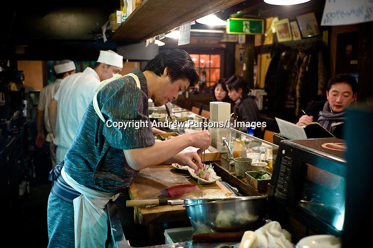 A sushi Chef making sushi his izakaya pub Restaurant in Kanazawa, Japan, February, 2012. Photo By Andrew Parsons/ i-Images