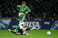 FUSSBALL   1. BUNDESLIGA   SAISON 2011/2012    16. SPIELTAG SV Werder Bremen - VfL Wolfsburg          10.12.2011 Florian Trinks (SV Werder Bremen) im Zweikampf mit Chris (am Boden, VfL Wolfsburg) obenauf
