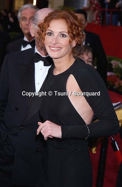 Julia Roberts arriving at the 74th Annual Academy Awards at the kodak Theatre in Los Angeles. March 24, 2002.          -            RobertsJulia50.jpg