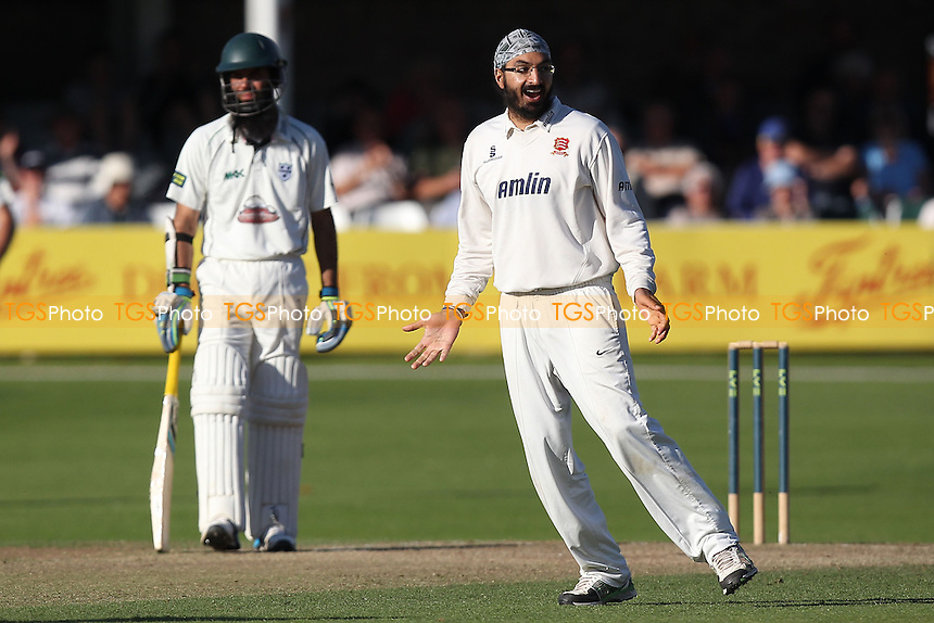 Monty Panesar of Essex celebrates taking the wicket of Daryl Mitchell - Essex CCC vs Worcestershire CCC - LV County Championship Division Two Cricket at the Essex County Ground, Chelmsford, Essex - 24/09/14 - MANDATORY CREDIT: Gavin Ellis/TGSPHOTO - Self billing applies where appropriate - contact@tgsphoto.co.uk - NO UNPAID USE