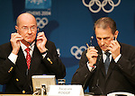 Olympia 2004 Athen Pressekonferenz IOC; Praesident Jacques Rogge(re) und Vize-Praesident Kevan Gosper; ;