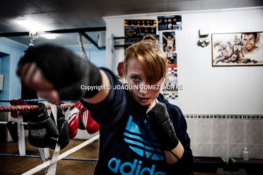One of the training sessions of a young aspiring Maria get into the world of women's professional boxing