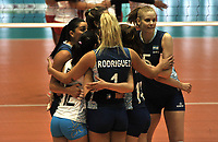 BOGOTÁ-COLOMBIA, 07-01-2020: Jugadoras de Argentina, celebran el punto ganado a Perú, durante partido entre Argentina y Perú, en el Preolímpico Suramericano de Voleibol, clasificatorio a los Juegos Olímpicos Tokio 2020, jugado en el Coliseo del Salitre en la ciudad de Bogotá del 7 al 9 de enero de 2020. / Players from Argentina, celebrates the point won to Peru, during a match between Argentina and Peru, in the South American Volleyball Pre-Olympic Championship, qualifier for the Tokyo 2020 Olympic Games, played in the Colosseum El Salitre in Bogota city, from January 7 to 9, 2020. Photo: VizzorImage / Luis Ramírez / Staff.