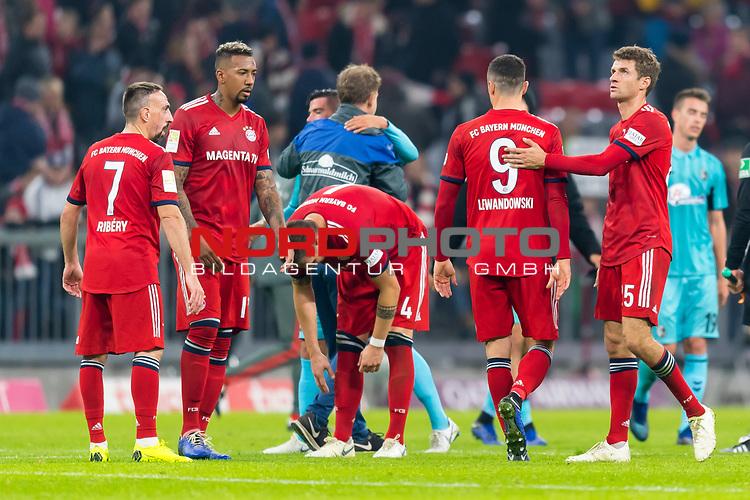 03.11.2018, Allianz Arena, Muenchen, GER, 1.FBL,  FC Bayern Muenchen vs. SC Freiburg, DFL regulations prohibit any use of photographs as image sequences and/or quasi-video, im Bild enttaeuscht Franck Ribery (FCB #7) Jerome Boateng (FCB #17) Niklas Suele (FCB #4) Robert Lewandowski (FCB #9) Thomas Müller (FCB #25) <br /> <br />  Foto © nordphoto / Straubmeier