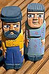 Artesanato. Bonecos de madeira. Foto de Renata Mello.