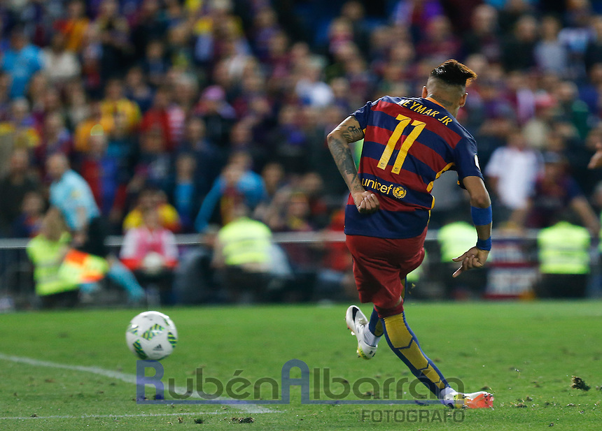 FC Barcelona´s  Brazilian forward Neymar Jr scoring the Final of Copa del Rey match between FC Barcelona and SevillaFC at the Vicente Calderon Stadium in Madrid, Sunday, May 22, 2016.