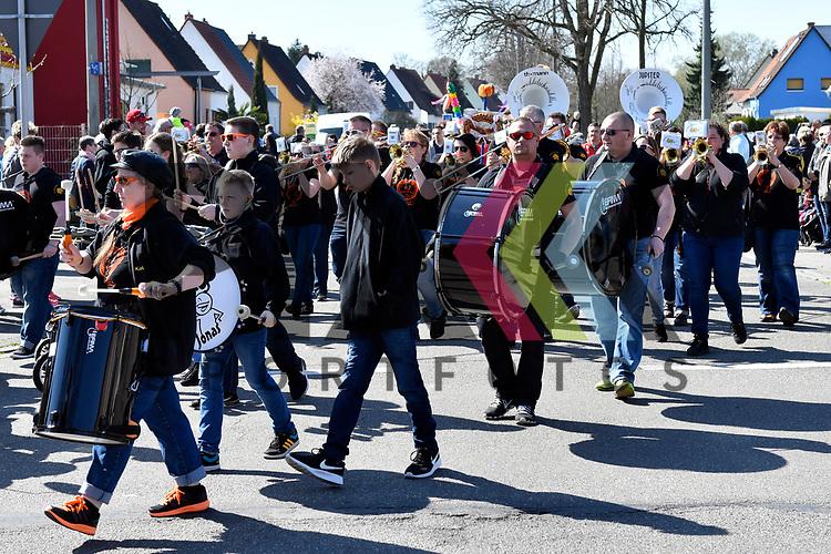 Ludwigshafen 26.03.17 Sommertagsumzug in Niederfeld beim Umzug die Huddelschnuddler.<br /> <br /> Foto &copy; Ruffler For editorial use only. (Bild ist honorarpflichtig - No Model Release!)