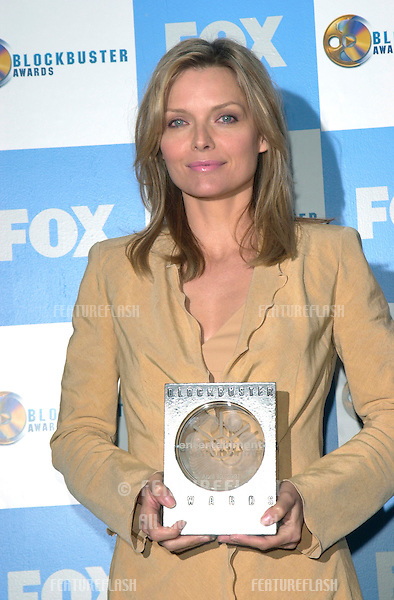 Actress MICHELLE PFEIFFER at the 2001 Blockbuster Awards in Los Angeles..10APR2001.   © Paul Smith/Featureflash