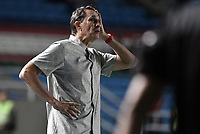 CALI - COLOMBIA, 02-10-2019: Alexandre Guimaraes técnico del América gesticula durante partido por la fecha 14 de la Liga Águila II 2019 entre América de Cali y Atlético Huila jugado en el estadio Pascual Guerrero de la ciudad de Cali. / Alexandre Guimaraes coach of America de Cali gestures during match for the date 14 as part of Aguila League II 2019 between America de Cali and Atletico Huila played at Pascual Guerrero stadium in Cali. Photo: VizzorImage / Gabriel Aponte / Staff