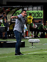 CÚCUTA-COLOMBIA, 13-10-2019: Guillermo Sanguinetti, técnico de Cúcuta Deportivo durante partido entre Cúcuta Deportivo y Patriotas Boyacá, de la fecha 17 por la Liga Águila II 2019, jugado en el estadio General Santander de la ciudad de Cúcuta. / Guillermo Sanguinetti, coach Cucuta Deportivo during a match between Cucuta Deportivo and Patriotas Boyaca, of the 17th date for the Aguila Leguaje II 2019 at the General Santander Stadium in Cucuta city Photo: VizzorImage / Manuel Hernández / Cont.