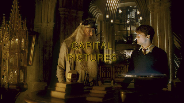 MICHAEL GAMBON & DANIEL RADCLIFFE.in Harry Potter and the Half-Blood Prince.*Filmstill - Editorial Use Only*.CAP/FB.Supplied by Capital Pictures.