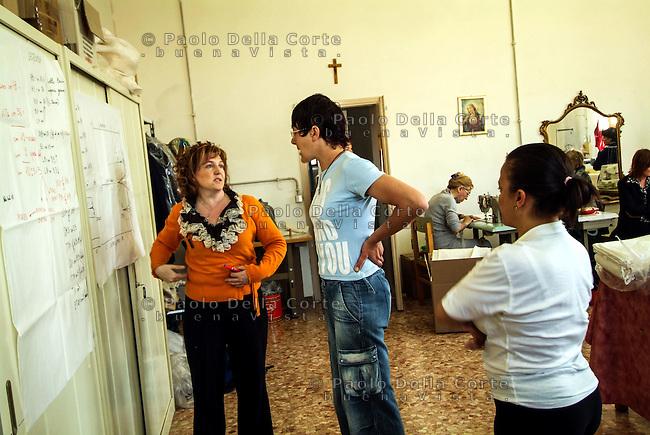 Venezia- Carcere Femminile, Sartoria: un momento del corso di modellistica e confezione tenuto dalla prof. Marisa Nicoletto<br /> &copy; Paolo della Corte/AGF