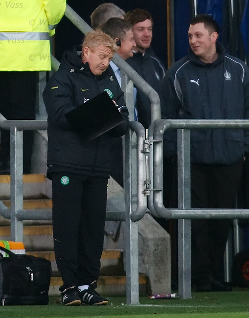 Gordon Strachan scribbles some notes