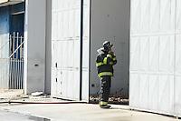 OSASCO, SP, 23.09.2013 - Um incedio em uma loja de autopeças na Av dos Autonomistas 5290 no municipio de Osasco(Foto: Adriano Lima / Brazil Photo Press)