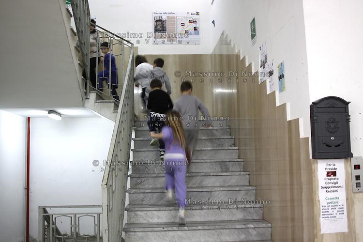 Napoli: scuola elementare Ristori. La scuola si trova nel difficile quartiere di Forcella e porta avanti un programma d'insegnamento incentrato sul valore della legalità