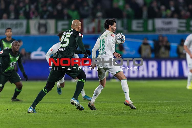 01.12.2019, Volkswagen Arena, Wolfsburg, GER, 1.FBL, VfL Wolfsburg vs SV Werder Bremen<br /> <br /> DFL REGULATIONS PROHIBIT ANY USE OF PHOTOGRAPHS AS IMAGE SEQUENCES AND/OR QUASI-VIDEO.<br /> <br /> im Bild / picture shows<br /> John Anthony Brooks (VfL Wolfsburg #25), <br /> Leonardo Bittencourt (Werder Bremen #10), <br /> <br /> Foto © nordphoto / Ewert