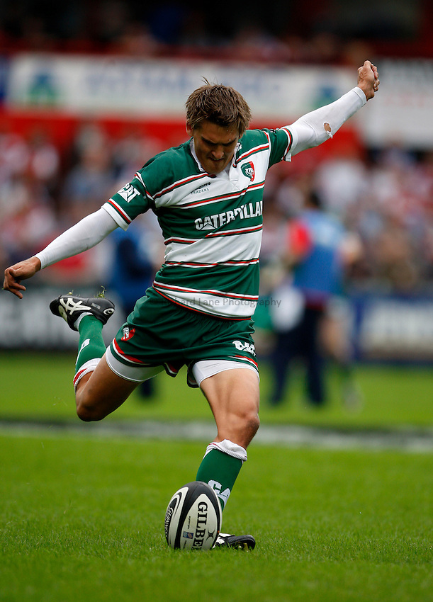 Photo: Richard Lane/Richard Lane Photography. Gloucester Rugby v Leicester Tigers. Guinness Premiership. 07/09/2008. Tigers' Toby Flood kicks.