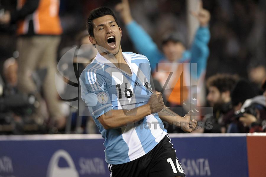 BUENOS AIRES, ARGENTINA, 02 DE JUNHO 2012 - ELIMINATORIAS SULAMERICANAS - ARGENTINA X EQUADOR - Aguero da Argentina, comemora após marcar gol diante do Equador, durante partida válida pelas Eliminatórias sul-americanas para a Copa de 2014, no Estádio Monumental de Núñez, em Buenos Aires, neste sábado. A seleção argentina venceu por 4 a 0.  (FOTO: JUANI RONCORONI / BRAZIL PHOTO PRESS).