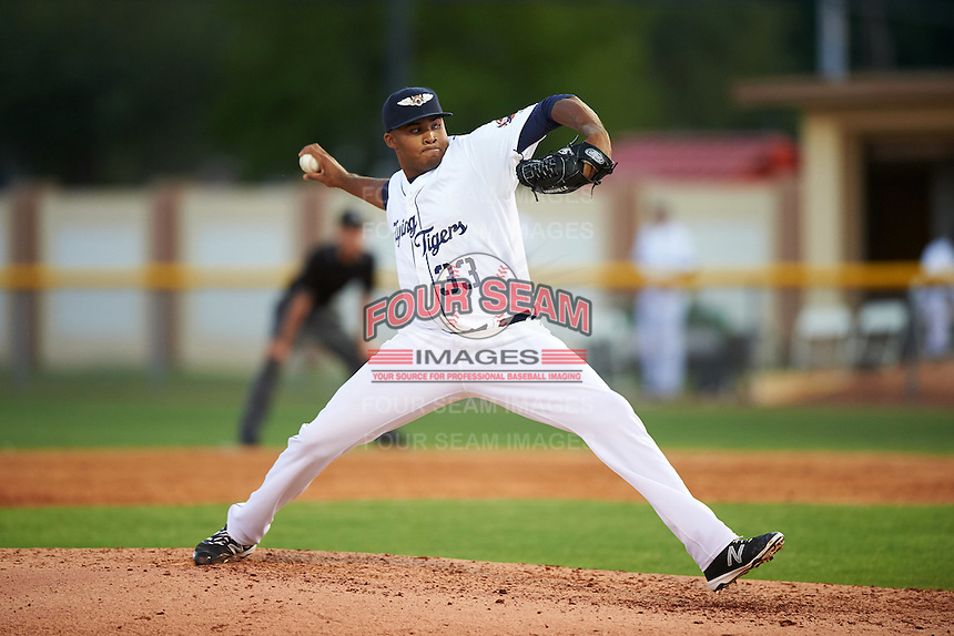 Lakeland Flying Tigers relief pitcher Jeff Thompson (33) delivers a pitch during a game against the Tampa Yankees on April 7, 2016 at Henley Field in Lakeland, Florida.  Tampa defeated Lakeland 9-2.  (Mike Janes/Four Seam Images)