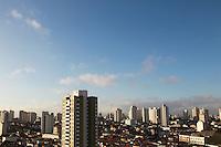 SAO PAULO, SP, 22-09-2014, CLIMA TEMPO.  A segunda-feira (22) começou com céu parcialmente nublado em São Paulo, na região do bairro da Mooca.         Luiz Guarnieri/ Brazil Photo Press.
