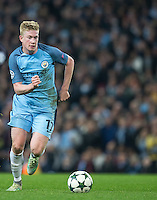 Kevin De Bruyne of Manchester City on the ball during the UEFA Champions League match between Manchester City and Barcelona at the Etihad Stadium, Manchester, England on 1 November 2016. Photo by Andy Rowland / PRiME Media Images.