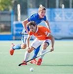 UTRECHT - Caspar van Dijk (Bldaal) met Derck de Vilder (Kampong)   tijdens de hoofdklasse competitiewedstrijd mannen, Kampong-Bloemendaal (2-2) . ) . COPYRIGHT KOEN SUYK